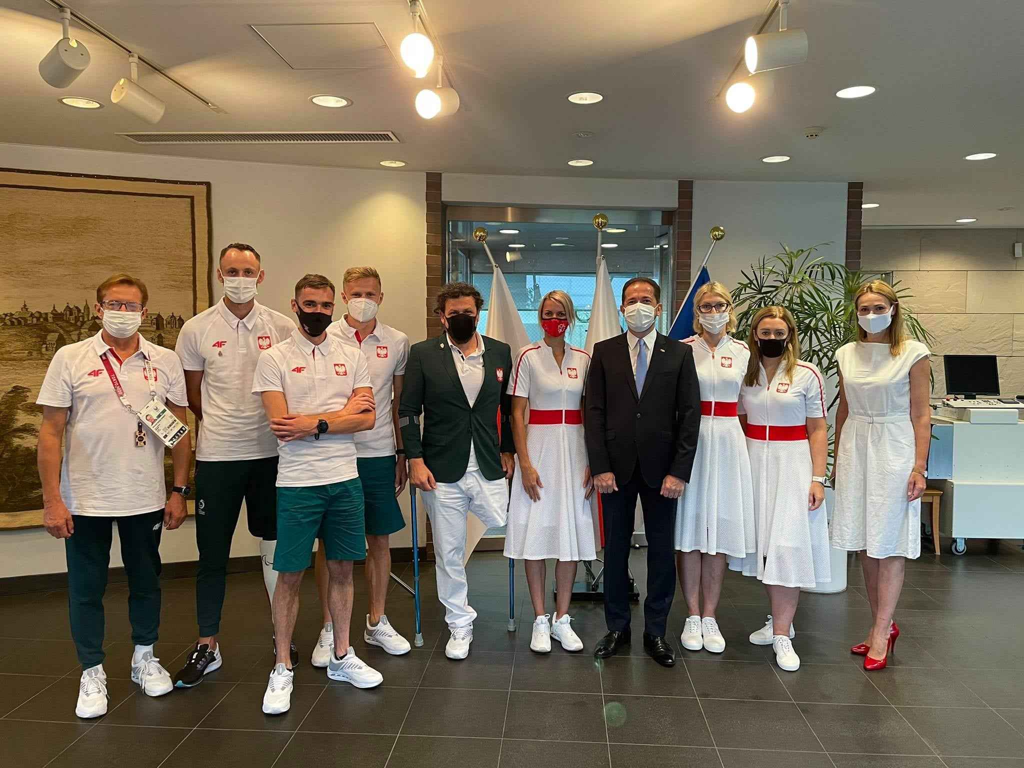 Dziś do Ambasady Polski w Tokio Paweł Milewski zaprosił przedstawicieli misji paraolimpijskiej! 1 - Start Poznań